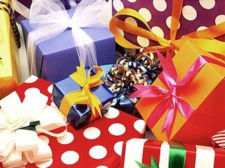 Есть ли смысл баловать ребенка подарками?