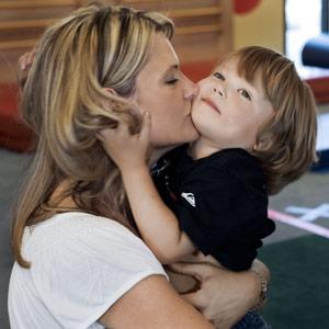 Холить и лелеять ребенка нужно до 18 месяцев
