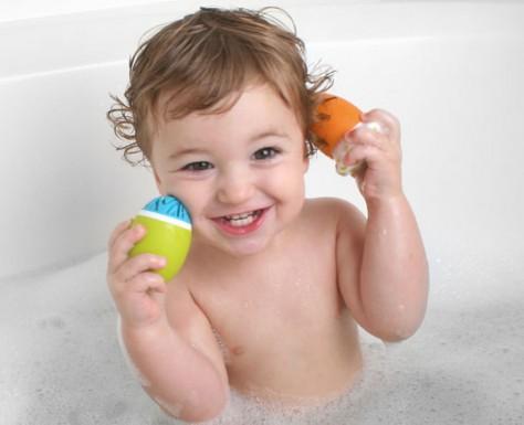 Как приучить ребенка купаться во взрослой ванне