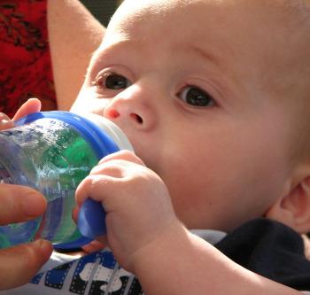 Сколько жидкости необходимо ребенку?