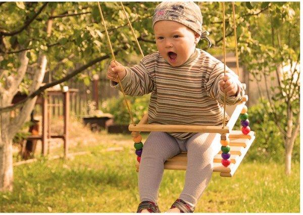 Почему все дети любят качаться на качелях?