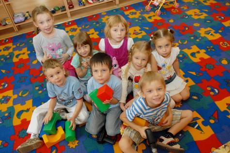 Киевским родителям некуда деть своих детей из-за профилактики в детских садах
