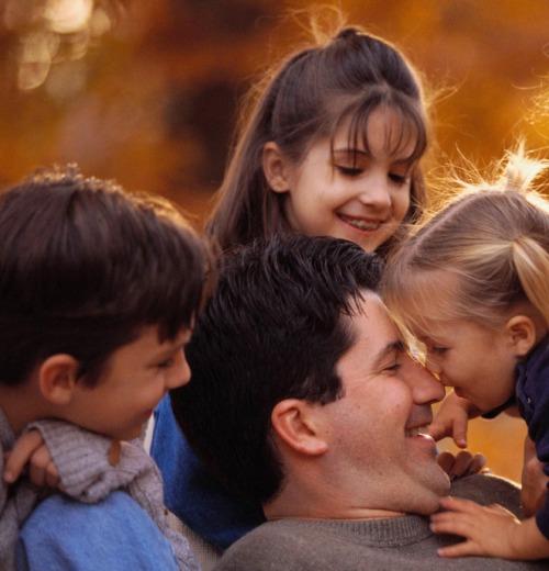 Кого же все-таки папы больше любят: сыновей или дочерей?