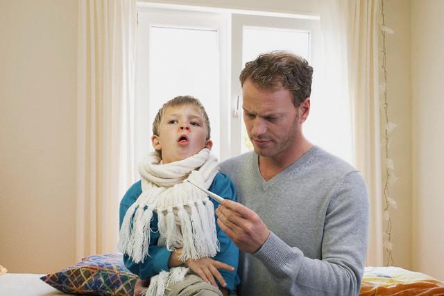 Самолечение может обычную простуду у ребенка привести к затяжному кашлю
