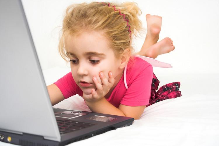 Ученые еще раз подтвердили вредность компьютера и телевизора для детей