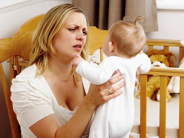 Послеродовая депрессия мам может привести к низкому росту детей