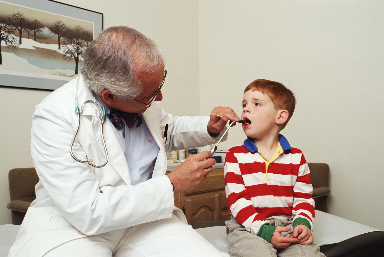 Вирусы и бактерии подстерегают ребенка на каждом шагу