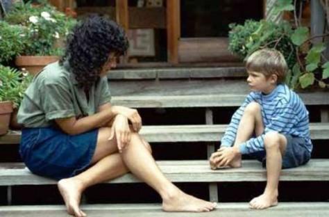 При общении с ребенком нужно следить за каждым словом