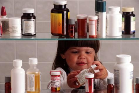 Ребенок в доме все лекарства под замок