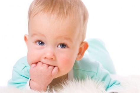 Тяжелое время в жизни родителей, когда режутся зубки у малыша