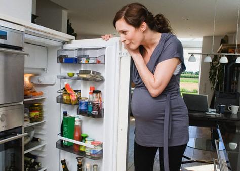 Употребляя правильные продукты, будущая мать способна защитить малыша от аллергии
