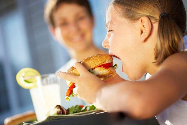 Пища для взрослых провоцирует экзему у детей