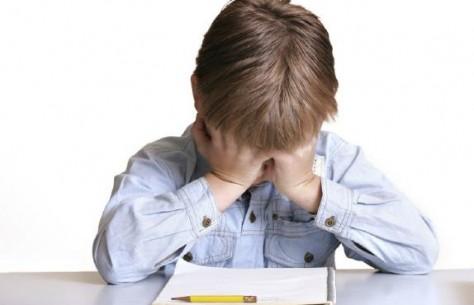 У маленьких детей тоже болит голова
