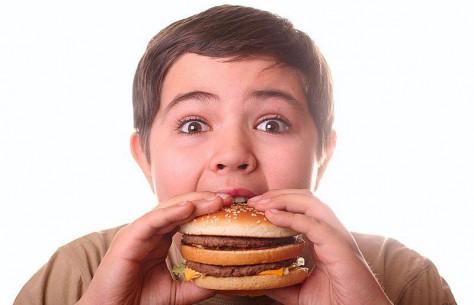 Питание ребенка не должно содержать избыток жиров