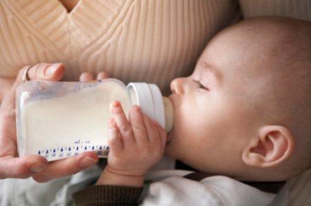 Бутылочка для кормления малыша