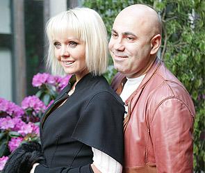 Иосиф Пригожин и Валерия вручили 15 детям сертификаты на миллион