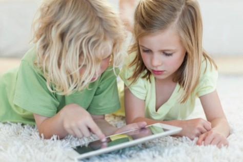 Планшеты провоцируют неправильное развитие позвоночного столба у детей