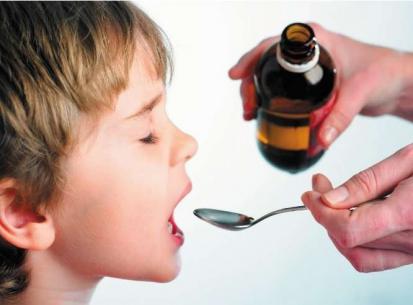 Прежде чем дать ребенку таблетку от кашля нужно проконсультироваться с врачом