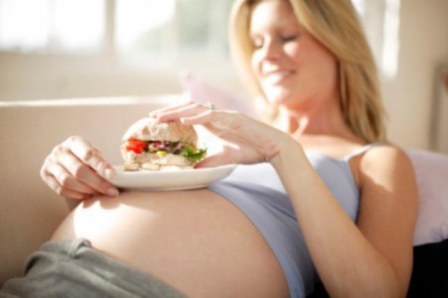 Чем лишний вес матери во время беременности грозит будущему ребенку
