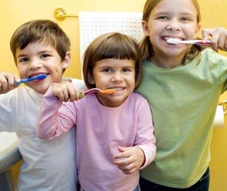 Чистить зубы важно с самого раннего детства