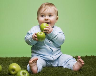 Что бы ребенок нормально развивался ему нужно правильно питаться