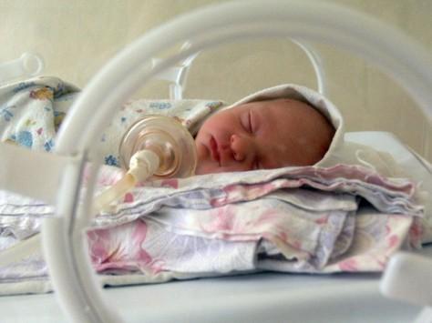Ученые предлагают пересмотреть нормы выхаживания недоношенных детей в первые дни жизни