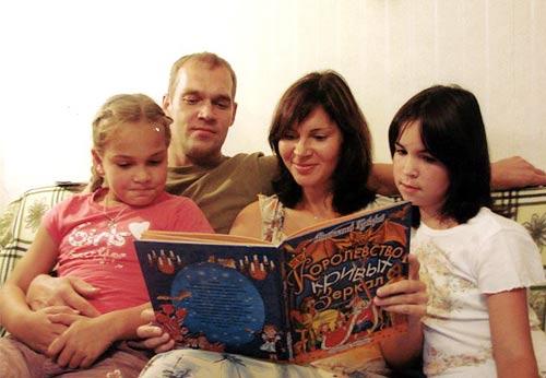На правильное развитие ребенка влияет домашнее чтение