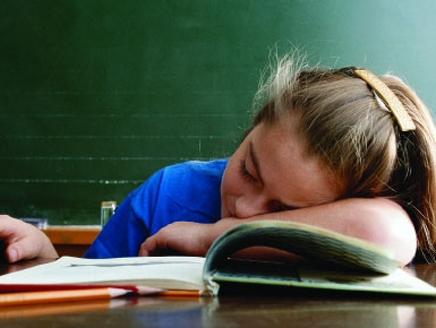 Ученые из США выяснили, что недосып у детей способен вест и к перееданию и избыточному весу