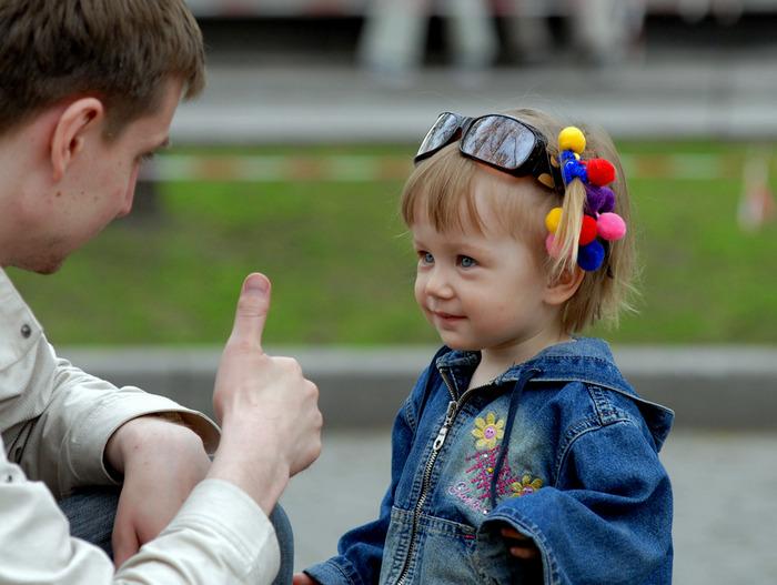 С ребенком нужно общаться, только так он быстро научится говорить