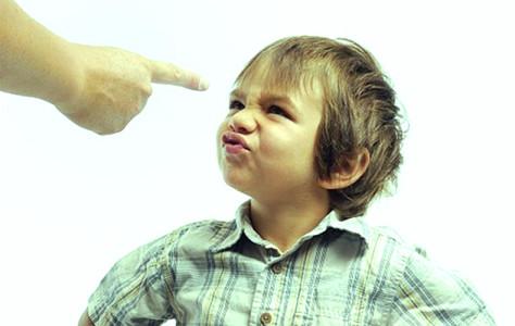 Воспитывать ребенка можно только не вынимая рук из карманов