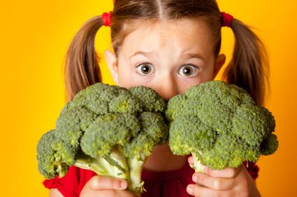 К невкусным, но полезным блюдам ребенка нужно приучать хитростью