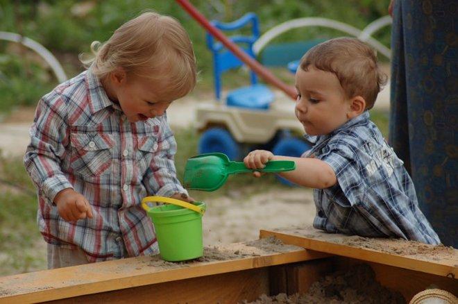 Как лучше научить детей общаться