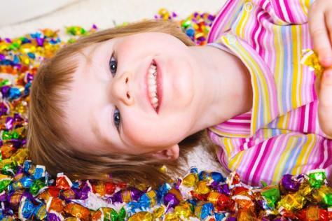 Давать или нет ребенку сладости