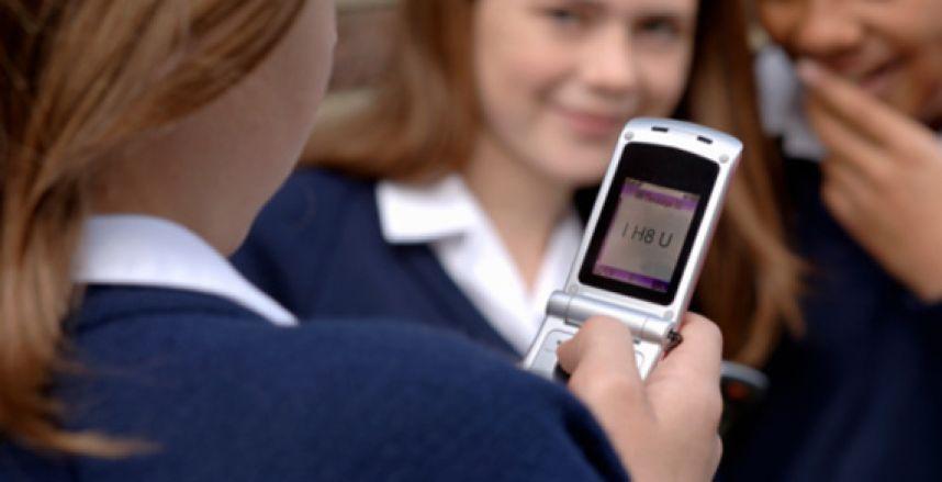 Мобильные телефоны препятствуют развитию грамотности у детей