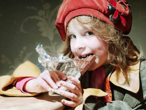 Полезны ли сладости для малыша?