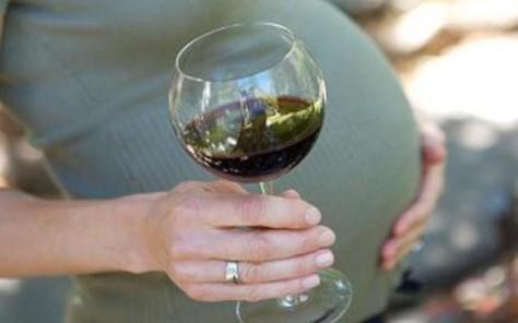 Гиперактивность ребенка… в материнском бокале вина