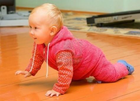 Дети, рожденные зимой, начинают ползать раньше