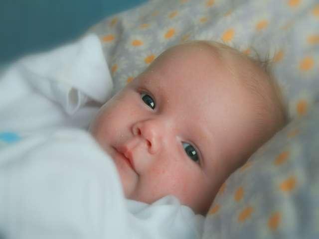 Младенцы способны различать выражения глаз, показал эксперимент