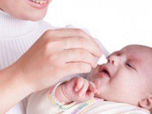 Насморк у грудного ребенка: как лечить