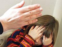 Девочки и мальчики по-разному реагируют на агрессию со стороны родителей