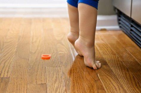 Ребенок ходит на цыпочках: что с ним делать