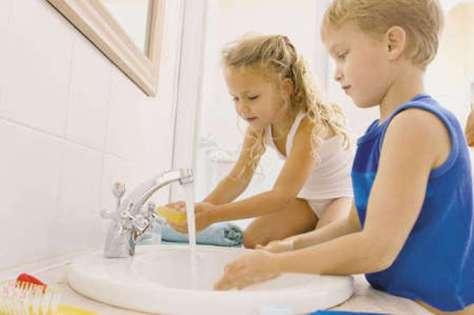 Как научить малышей мыть руки