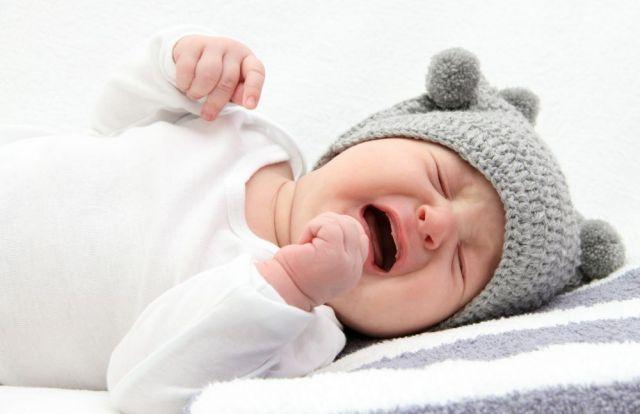 Колики у ребенка: как помочь малышу