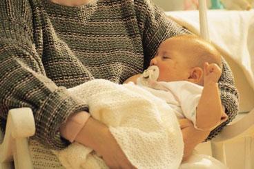 Укачивать ребенка или нет: советы специалистов
