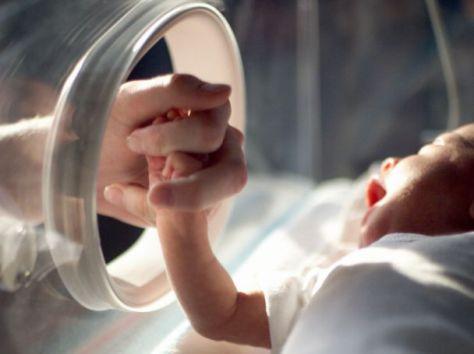 Недоношенные дети имеют проблемы с дыханием