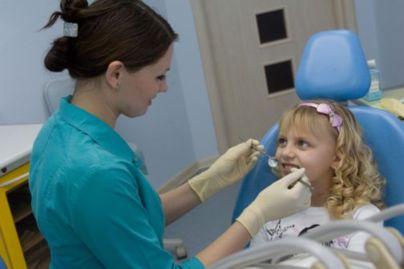 Болит зуб у ребенка: что делать