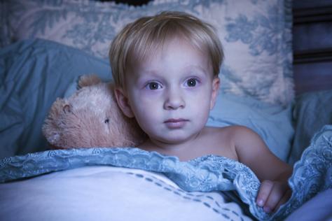 Психологи: дети мало спят ночью и превращаются в вампиров