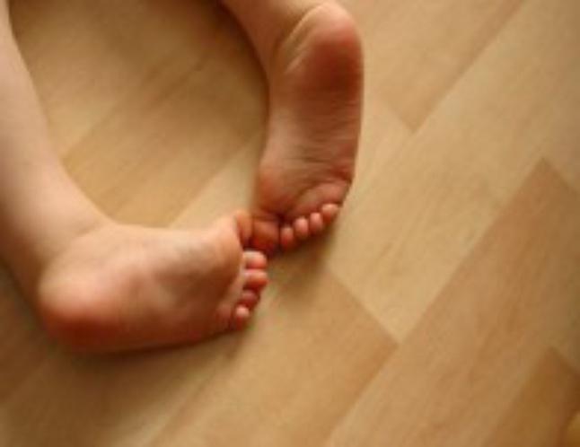 Повышенная потливость у детей: причины сильной потливости ног