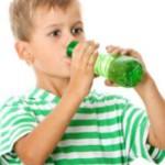 Компонент материала для изготовления пластиковых бутылок опасен для детей