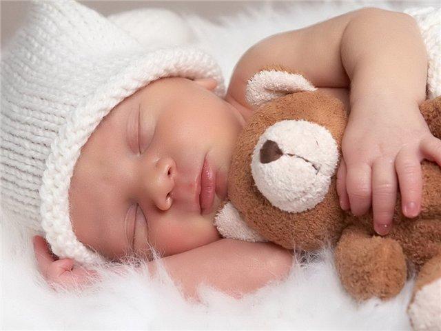 Младенцев более интересует общение со сверстниками